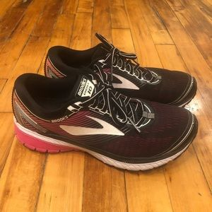 Brooks Women's Ghost 10 Size 10 Black/Pink/White
